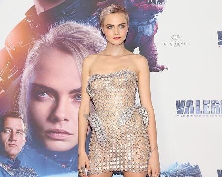 Кара Делевинь, платье