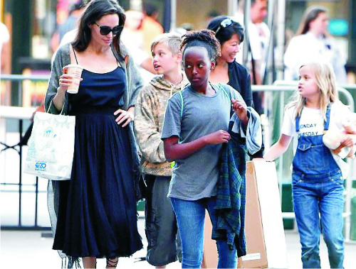 Анджелина Джоли, наряд, шопинг