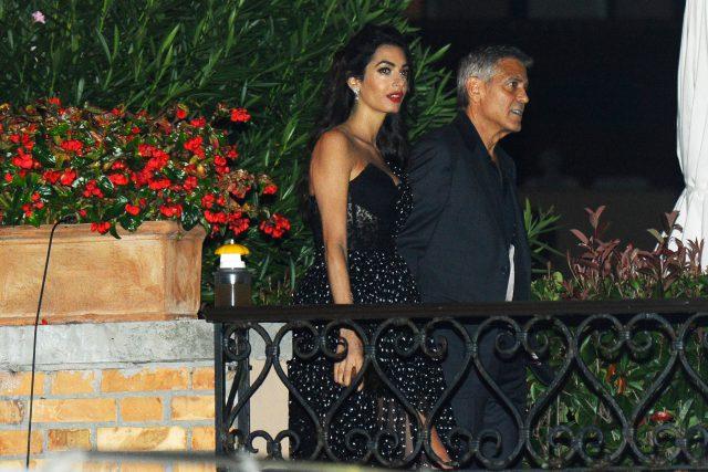 Жена Джорджа Клуни, платье